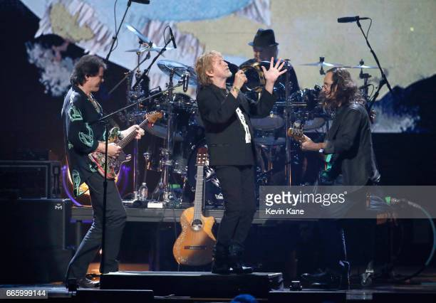 Inductees Trevor Rabin Alan White and Jon Anderson of Yes and 2013 Inductees Alex Lifeson and Geddy Lee of Rush onstage at the 32nd Annual Rock Roll...