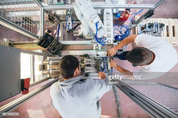 Industrielle Hilfe und Unterstützung von Ingenieuren am Fließband