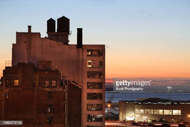 industrial building in the manufacturing district of sunset park, in brooklyn, new york city, usa - brooklyn new york - fotografias e filmes do acervo