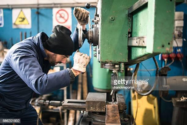 工業技術の旋盤機