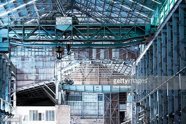 Industrial interior de un viejo abandonado fábrica