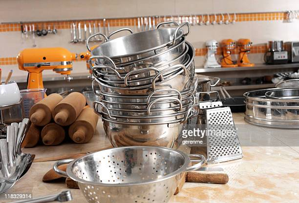 industrial küche - küchenbedarf stock-fotos und bilder