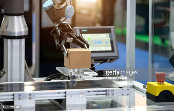 industrial machine robotic robot arm hand factory - ledematen lichaamsdeel stockfoto's en -beelden