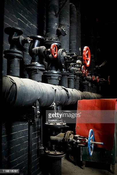 industrial - vertical red tube fotografías e imágenes de stock