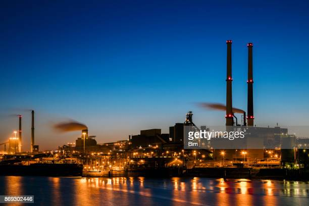 industrial plant at twilight - power station stock pictures, royalty-free photos & images