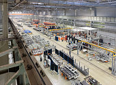 Industrial plant for the production of large mechanisms, machines and structures
