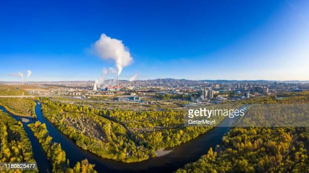 ウランバートルの産業発電所の煙質汚染 - 内モンゴル自治区 ストックフォトと画像