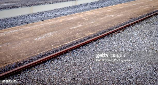 Industrial rail tracks for exterior loading