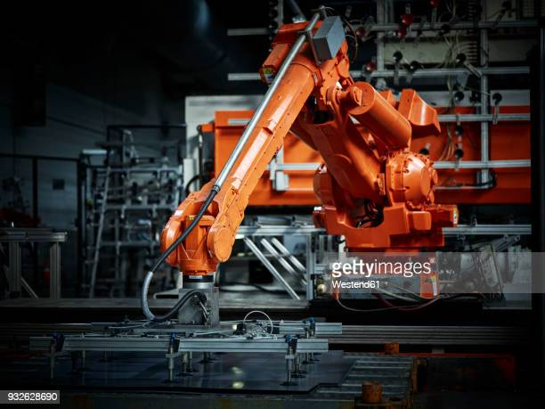 industrial robot arm used in metalworking - industriebetrieb stock-fotos und bilder