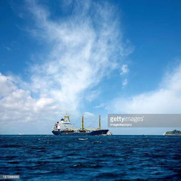 Industriell genutztes Schiff auf die Bucht