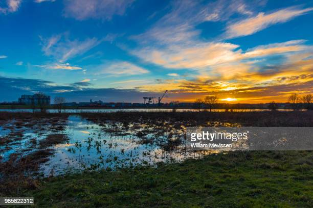 industrial sunset - william mevissen stockfoto's en -beelden