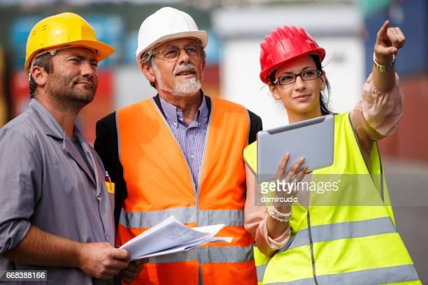 L'équipe industrielle transport commercial dock