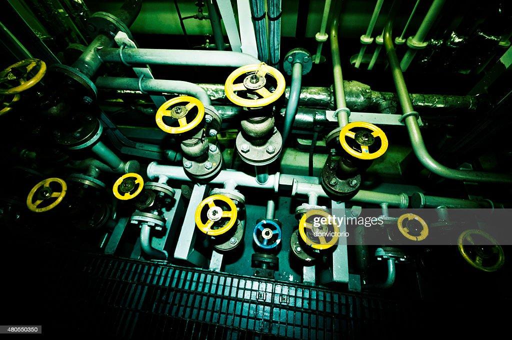 Industrial a bordo de un buque válvulas : Foto de stock