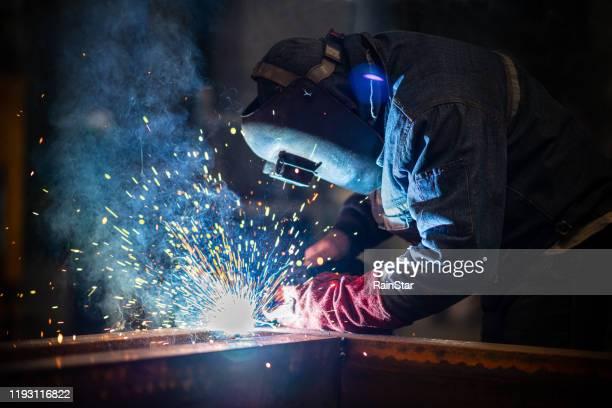 industri svetsare med ficklampa - don smith bildbanksfoton och bilder