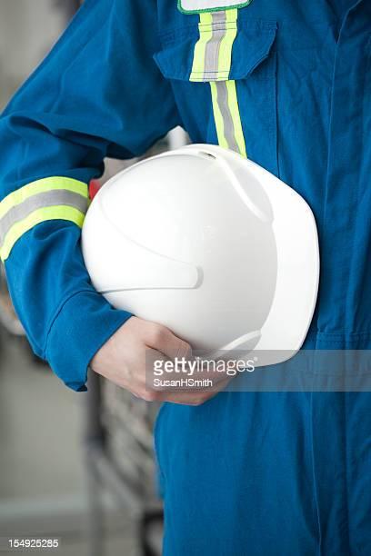 Ouvrier industriel avec Casque de chantier