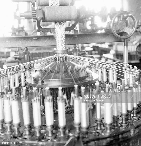 Industrie de la dentelle mécanique au Puy-en-Velay, France en 1942.