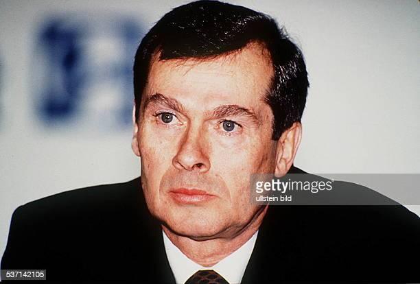 Industriemanager, D, Vorstand für Finanz- und Rechnungswesen, Hoechst AG Frankfurt, designierter Vorstandsvorsitzender ab, April 1994, - 1994