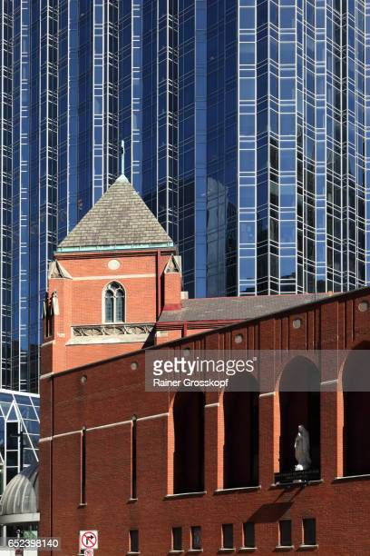 ppg industries building and st. marys church of mercy - rainer grosskopf stock-fotos und bilder