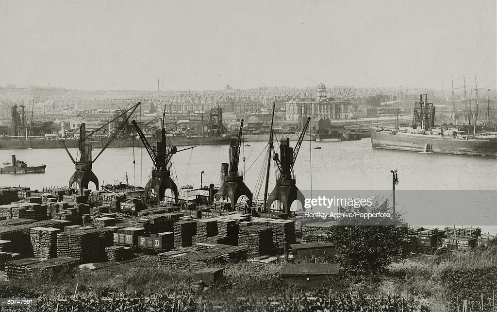 Industry pic: circa 1910. South Wales. A general view of Barry Docks. : News Photo