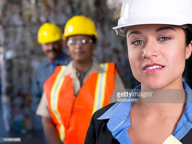 industrie-team - sicherheitsausrüstung stock-fotos und bilder