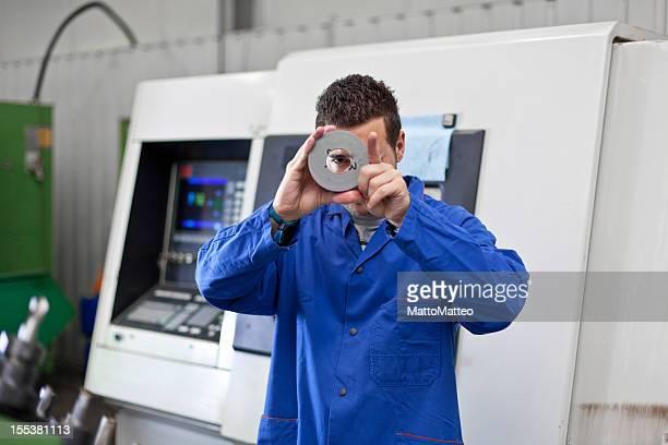 Industrie Arbeiter vor einem entscheidenden machine
