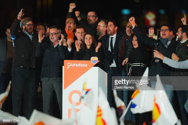 Ines Arrimadas leader of Ciudadanos Catalan party celebrates the results with members of her party on December 21 2017 in Barcelona Spain Unionist...
