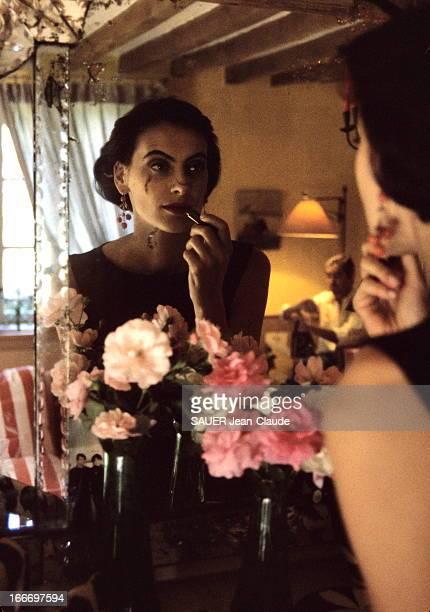Ines De La Fressange And Her Husband Luigi D'Urso In Normandy Août 1992 Inès DE LA FRESSANGE et son mari Luigi D'URSO accueillent Paris Match en...