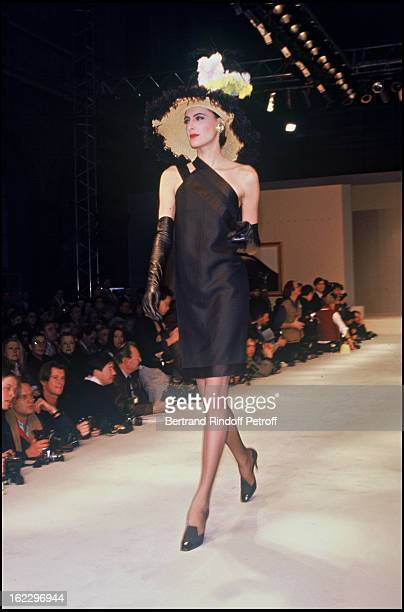 Ines de la Fressange at Chanel 1987 Spring/Summer Collection Fashion Show