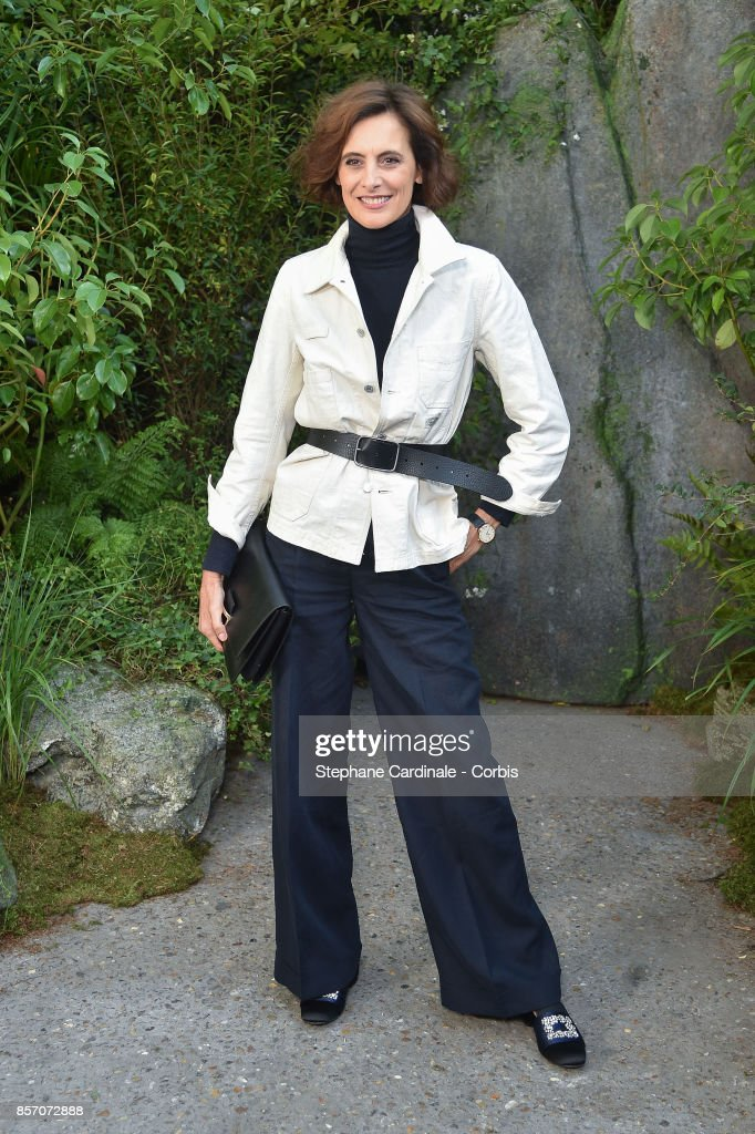 Ines De La Fressange attends the Chanel show as part of the Paris Fashion Week Womenswear Spring/Summer 2018 at on October 3, 2017 in Paris, France.