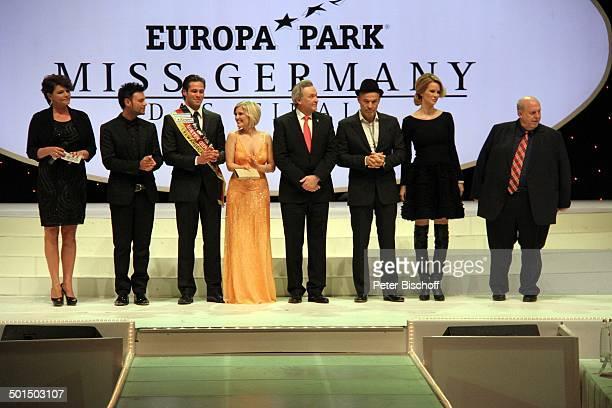 Ines Klemmer mit 7 Jury-Mitgliedern : Francèk Prsà , Almondy Rose , Moderatorin , Jürgen Mack , Heiner Lauterbach , Monica Ivancan , Reiner Calmund ,...