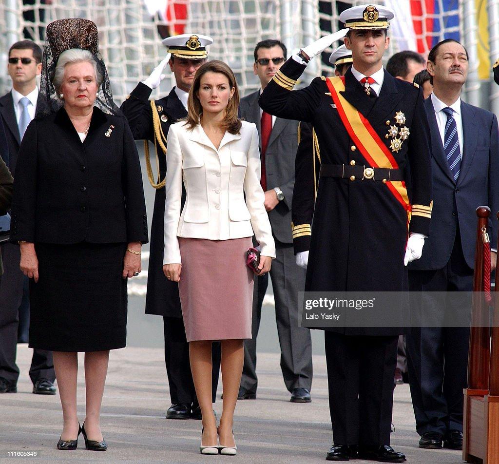 The Spanish Royal Family at the Frigate Juan de Borbon Flag Ceremony : Fotografía de noticias