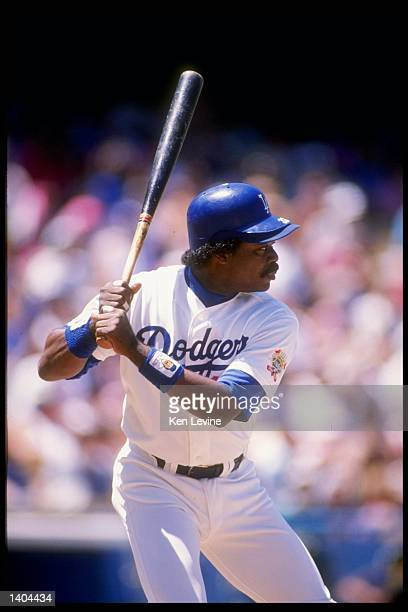 Infielder Eddie Murray of the Los Angeles Dodgers looks to swing during a game Mandatory Credit Ken Levine /Allsport