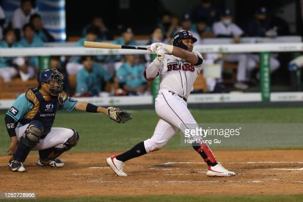 Infielder Fernandez Jose of Doosan Bears hits a RBI double to make 2:1 in the bottom of the fifth inning during the KBO League game between NC Dinos...