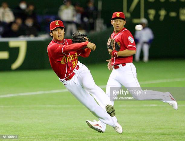 Infielder Jia Delong of China fields in the bottom half of the first innings during the World Baseball Tokyo Round match between China and South...
