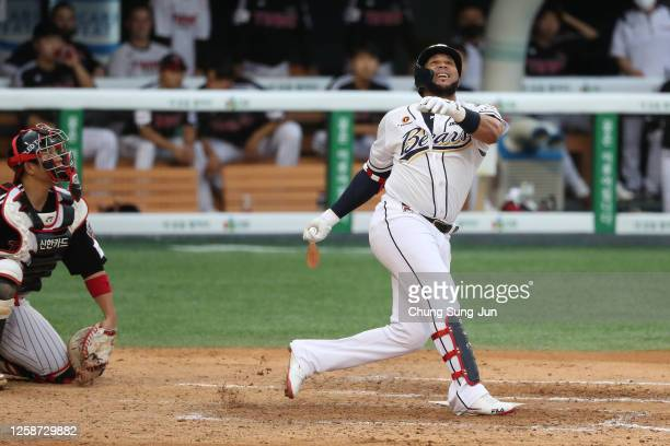 Infielder Jose Fernandez of Doosan Bears bats in the bottom of fifth inning during the KBO League game between LG Twins and Doosan Bears at the...