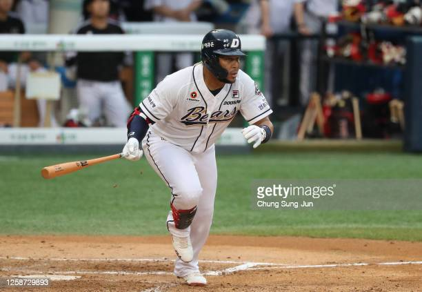 Infielder Jose Fernandez of Doosan Bears hits a single in the bottom of fifth inning during the KBO League game between LG Twins and Doosan Bears at...