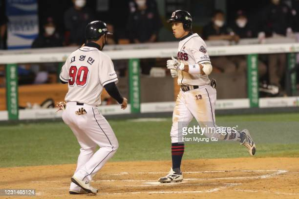 Infilder Heo KyoungMin of Doosan Bears scores a run after the single homer to make 42 in the bottom of the the seventh inning during the KBO League...