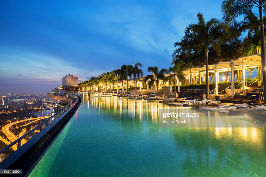 Infinity pool at marina bay sands hotel singapore foto de stock getty images - Singapore marina bay sands infinity pool ...