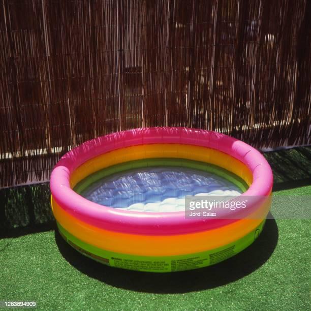 inflatable plastic swiming pool - ゴム ストックフォトと画像