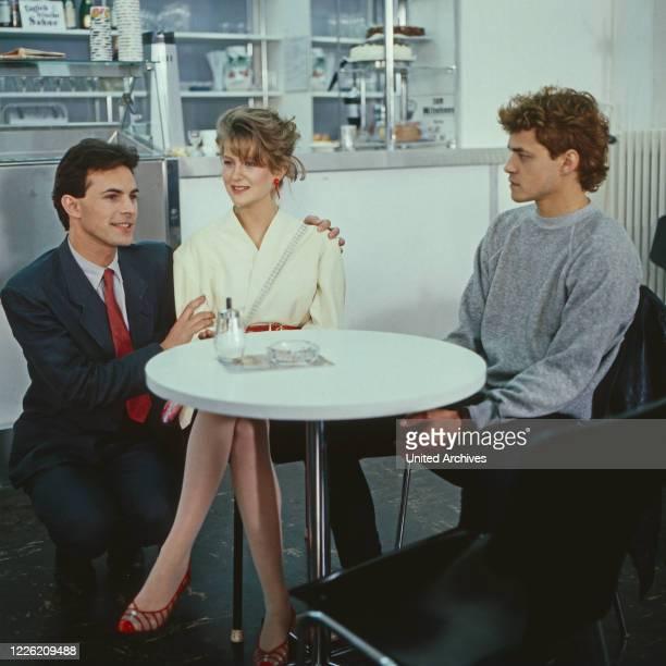Inflation im Paradies Fernsehfilm Deutschland 1983 Regie Susanne Blänkner Nikolai Müllerschön Darsteller Anton Pfeffer Alexandra Dido Curtis