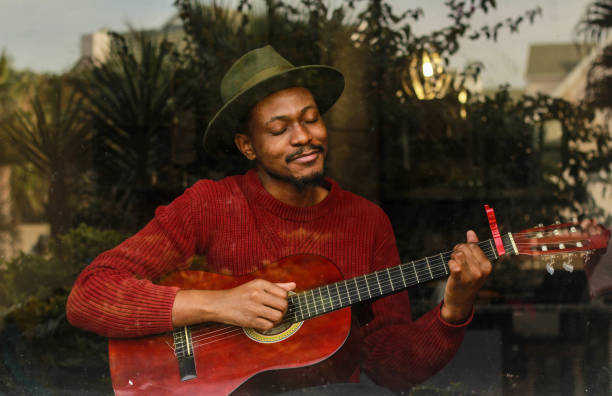 influencer from south africa playing the guitar while self-isolating - playing guitar stock pictures, royalty-free photos & images