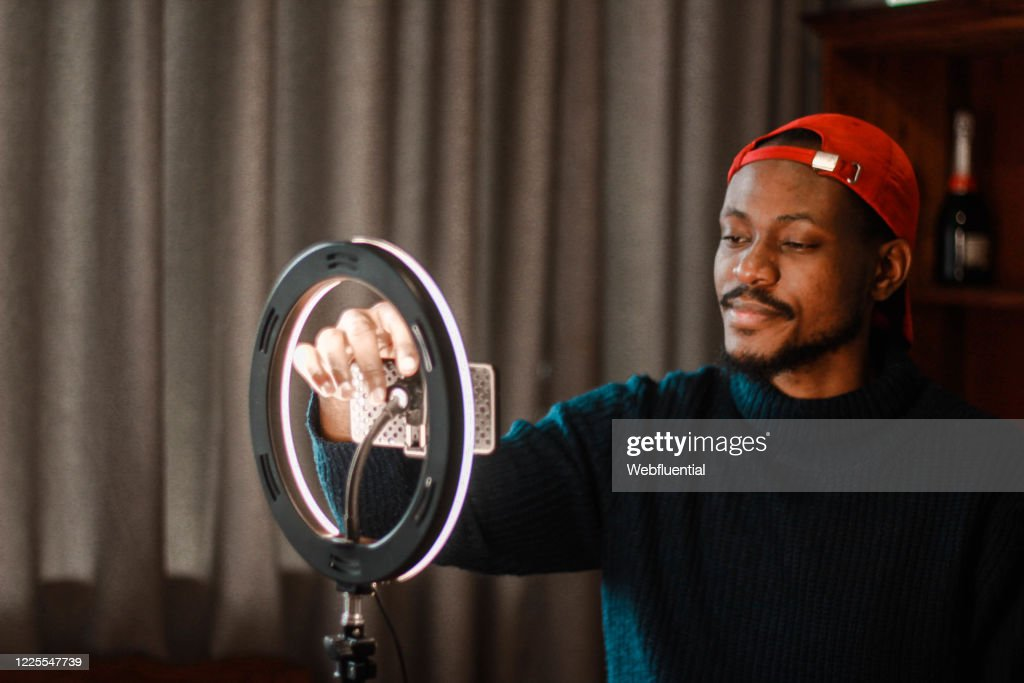 Influencer from South Africa vlogging while self-isolating : Stock Photo