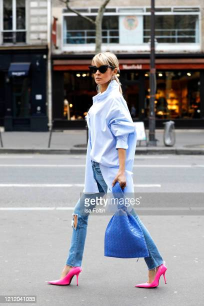 Influencer Gitta Banko, wearing a oversized bloude and bra by Zara, jeans and pink pumps by Balenciaga, a indigo colored twist bag by Bottega Veneta...