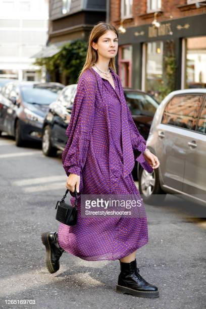 Influencer Influencer Jacqueline Zelwis, wearing a lila colored dress with orange pattern by Lala Berlin, a black bag by Lala Berlin, chains by Black...