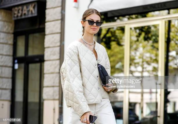 Influencer Jacqueline Zelwis wearing a white Jeans and a beige quilted jacket by Arket, a dark green crop top with a yellow bunch by Hope, a black...