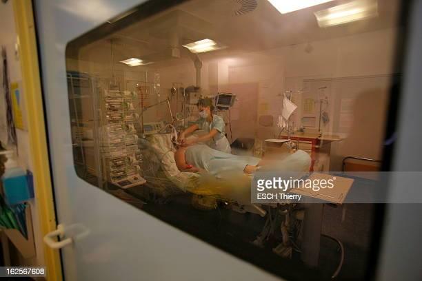 Influenza / H1N1 At Hospital Bichat. Reportage dans le service de réanimation médicale et infectieuse de l'hôpital Bichat six mois après le début de...