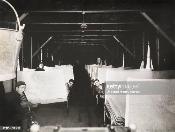 Influenza Ward showing Cubic Arrangement, U.S. Army Camp Hospital No. 42, Bar-sur-Aube, France, 1914-1918 .