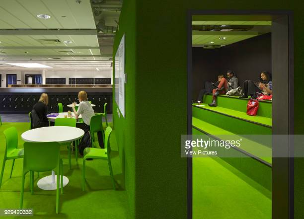 Informal study area and break out pod. South Wolverhampton & Bilston Academy, Bilston, United Kingdom. Architect: Capita Symonds Architecture, 2012.
