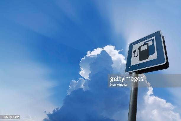 information sign for electric car charging stations, public charger on road, germany - alternative fuel vehicle stock pictures, royalty-free photos & images