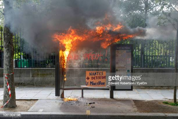 information sign on fire in city - environmental damage stock pictures, royalty-free photos & images